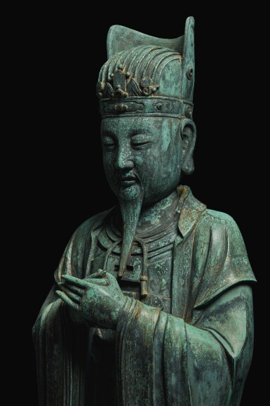 View 5. Thumbnail of Lot 648. AN EXTREMELY RARE AND LARGE PAIR OF BRONZE FIGURES OF DAOIST OFFICIALS, MING DYNASTY, 16TH / 17TH CENTURY.