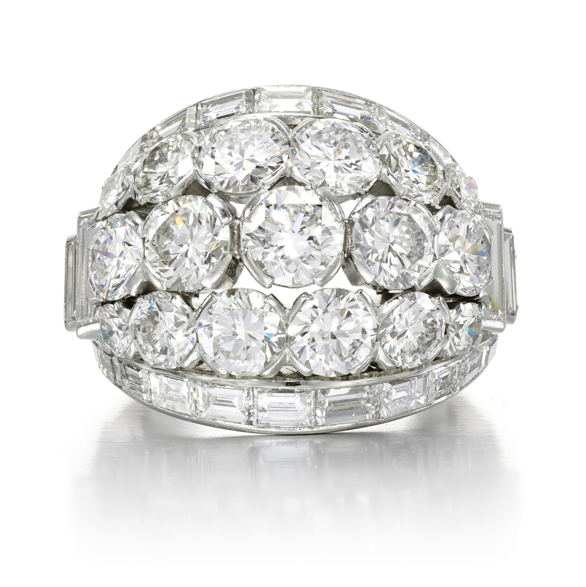 View full screen - View 1 of Lot 156. Diamond ring.