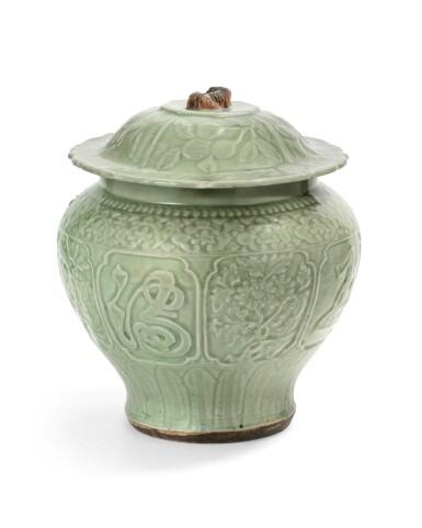 View 1. Thumbnail of Lot 55. A large longquan celadon auspicious jar and cover Yuan-early Ming dynasties, 14th-15th century | 元至明早期 十四至十五世紀 龍泉窰青釉金玉滿堂蓋罐.