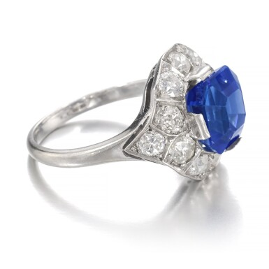 View 2. Thumbnail of Lot 634. Sapphire and diamond ring   藍寶石配鑽石戒指.