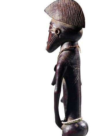 View 4. Thumbnail of Lot 27. Statue, Sénufo / Baulé, Côte d'Ivoire | Senufo/Baule figure, Côte d'Ivoire.