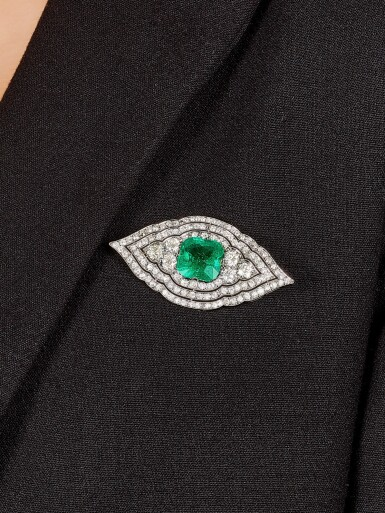 View 3. Thumbnail of Lot 1652. CARTIER | ART DECO EMERALD AND DIAMOND BROOCH| 卡地亞 | Art Deco 11.13卡拉「哥倫比亞」無油祖母綠 配 鑽石 胸針.