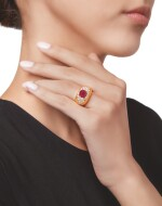 GOLD, RUBY AND DIAMOND RING, VAN CLEEF & ARPELS   黃金鑲紅寶石配鑽石戒指,梵克雅寶