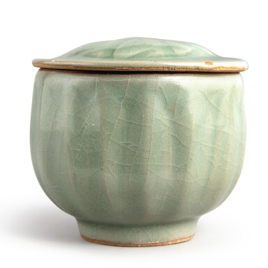 View 3. Thumbnail of Lot 114. A 'Longquan' celadon-glazed 'lotus' bowl and cover, Southern Song dynasty | 南宋 龍泉窰青釉蓮瓣蓋盌.