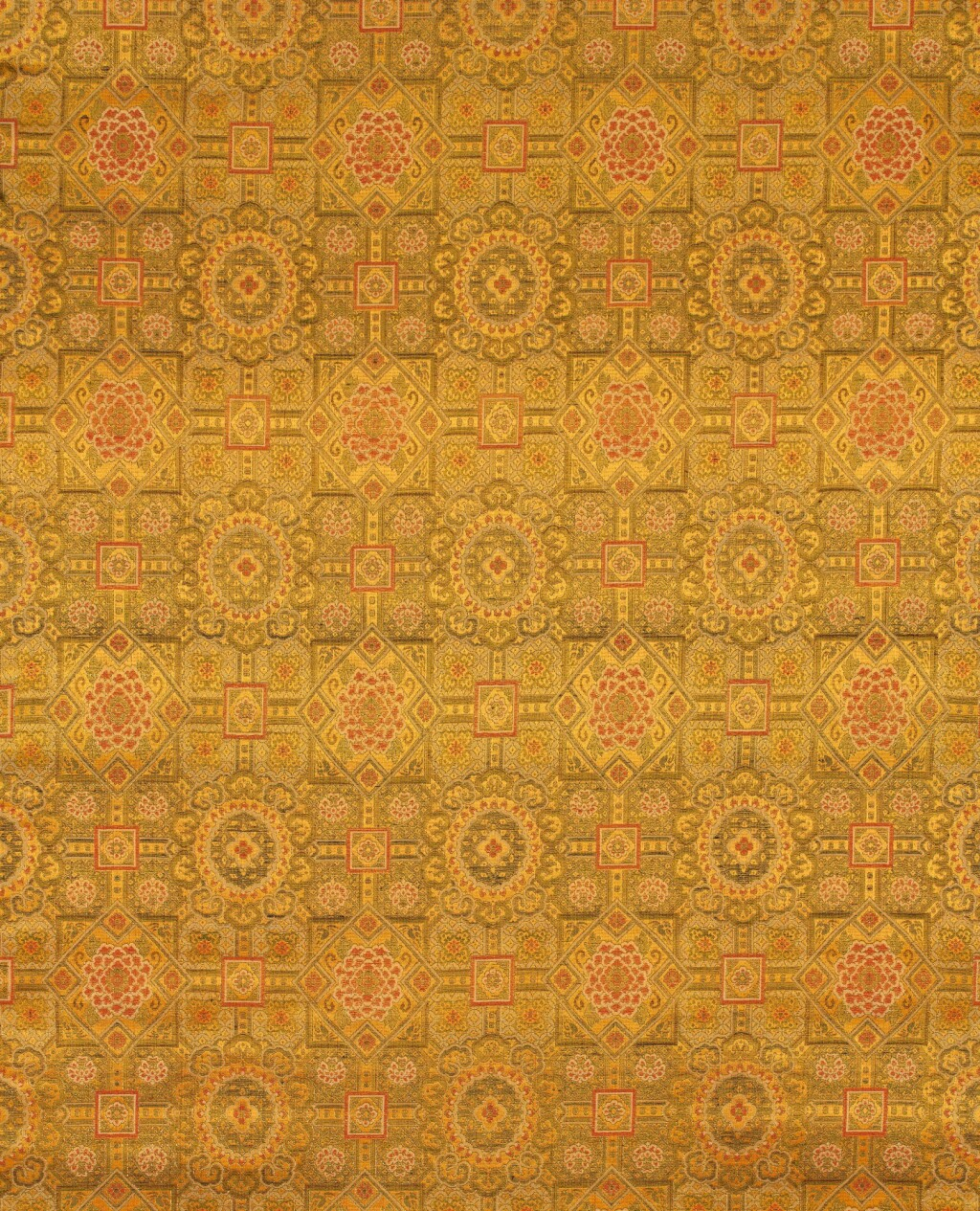 ROULEAU DE BROCARD DE SOIE ET FIL D'OR FIN DE LA DYNASTIE QING | 清晚期 黃地如意花卉紋織金錦一匹 | A bolt of silk brocade and gold thread, late Qing Dynasty