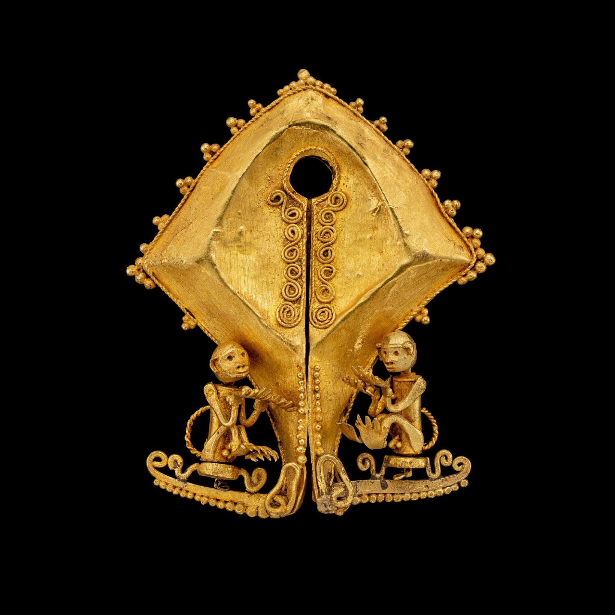 View full screen - View 1 of Lot 1027. A gold 'monkey' mamuli ear ornament or pendant East Sumba Island, Indonesian archipelago, 19th century   十九世紀 印尼群島 松巴島東 靈猴紋mamuli金耳飾.