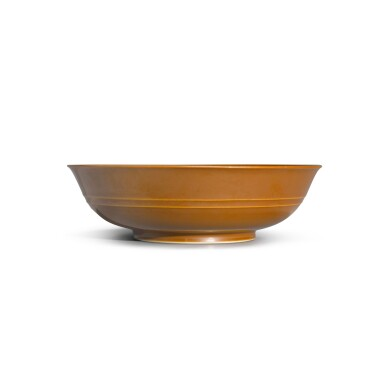 View 3. Thumbnail of Lot 137. A cafe-au-lait-glazed bowl, Seal mark and period of Qianlong | 清乾隆 紫金釉弦紋盌 《大清乾隆年製》款.
