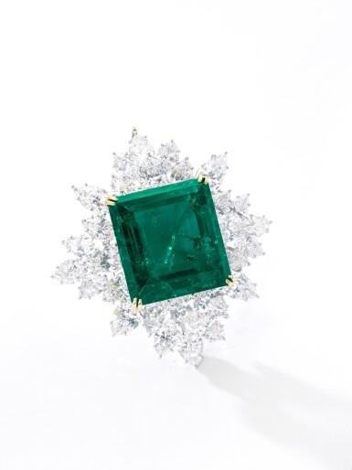 View 4. Thumbnail of Lot 175. Harry Winston | Impressive Emerald and diamond brooch/pendant combination | 祖母綠配鑽石別針/吊墜組合.