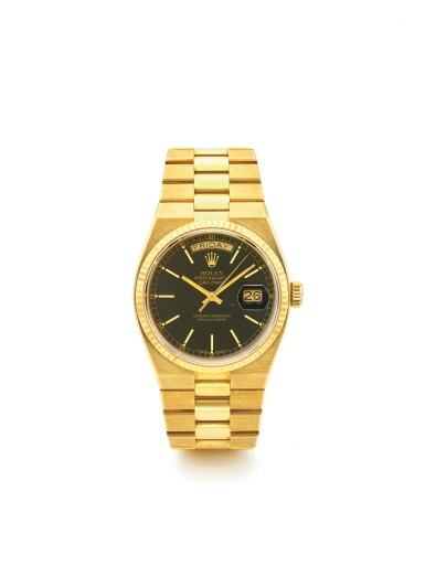 ROLEX | REF 19018 OYSTERQUARTZ DAY-DATE, A YELLOW GOLD CENTER SECONDS WRISTWATCH WITH DATE AND BRACELET CIRCA 1982