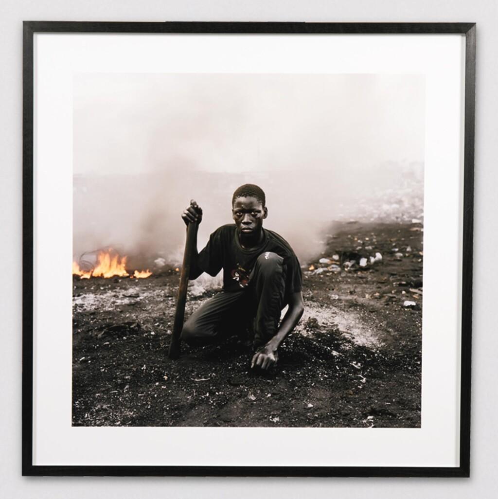 PIETER HUGO | ABDULAI YAHAYA, AGBOGBLOSHIE MARKET, ACCRA, GHANA, PERMANENT ERROR SERIES, 2010