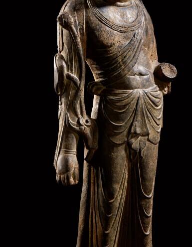 View 5. Thumbnail of Lot 20. An important and magnificent pair of grey limestone figures of Bodhisattvas, Mahasthamaprapta and Avalokiteshvara,  Early Tang dynasty, era of Empress Wu Zetian | 唐初高宗至武周時期 石灰岩雕大勢至與觀世音菩薩立像一對.