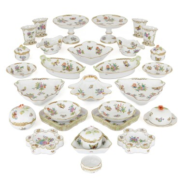 "AN EXTENSIVE HEREND PORCELAIN ""VICTORIA"" PATTERN COMPOSITE PART DINNER AND DESSERT SERVICE, 20TH CENTURY"