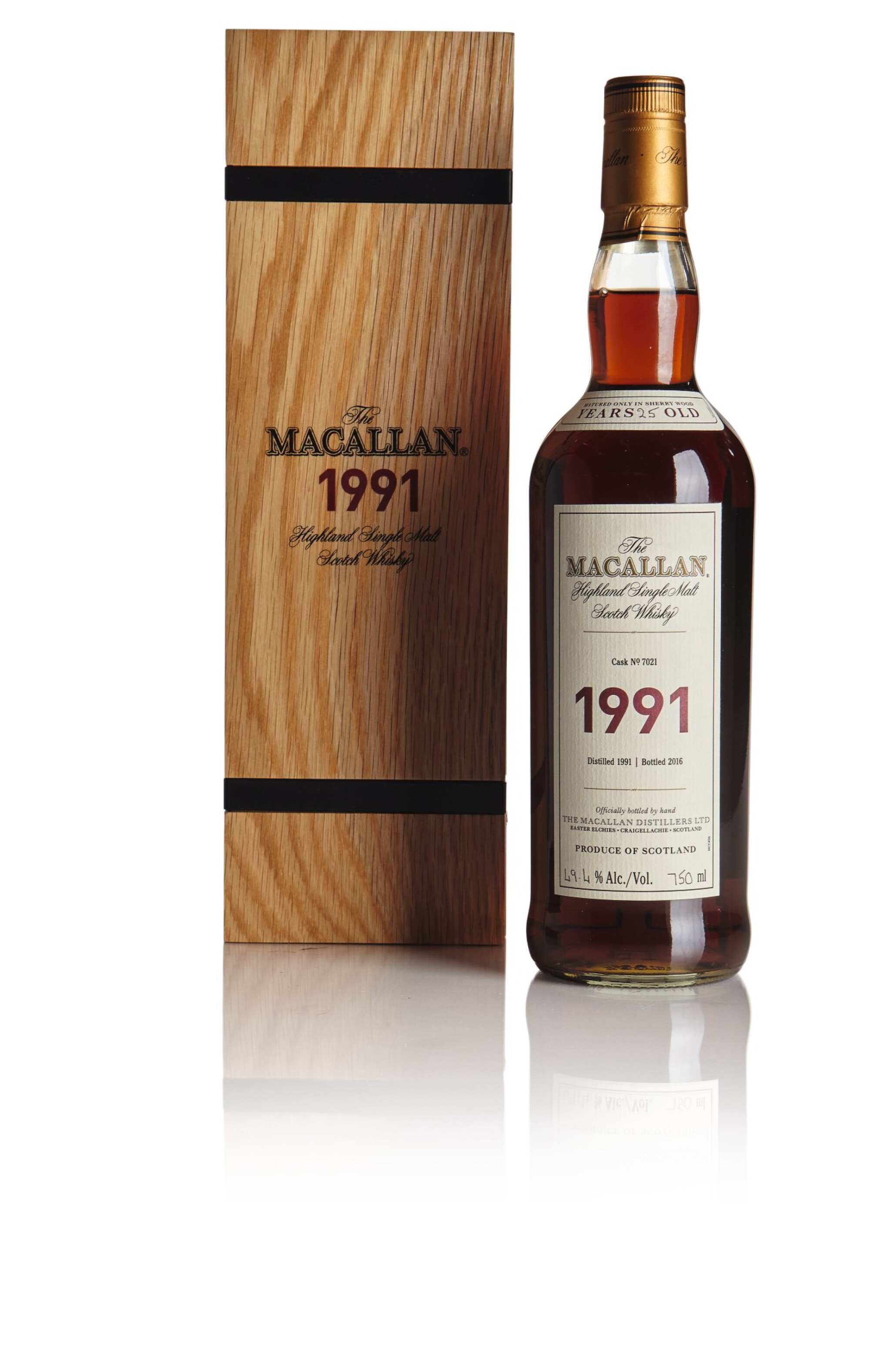 View full screen - View 1 of Lot 53. THE MACALLAN FINE & RARE 25 YEAR OLD 49.4 ABV 1991  .