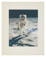 [APOLLO 11] BUZZ ALDRIN AT TRANQUILITY BASE, SIGNED BY ALDRIN. VINTAGE COLOR PHOTOGRAPH, 20 JULY 1969.