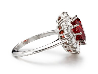 SPINEL AND DIAMOND RING | 4.38卡拉 天然「緬甸」尖晶石 配  鑽石 戒指