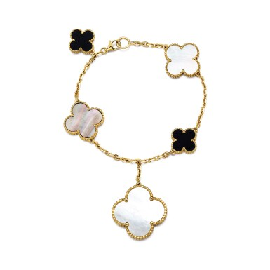 VAN CLEEF & ARPELS | 'MAGIC ALHAMBRA' MOTHER-OF-PEARL AND ONYX BRACELET   梵克雅寶 | 'Magic Alhambra' 珍珠母 配 縞瑪瑙 手鏈