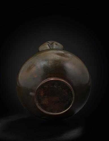 View 5. Thumbnail of Lot 151. A rare large garlic-mouth bronze 'dragon' vase Qing dynasty, 17th century | 清十七世紀 銅盤龍蒜頭瓶.
