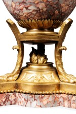 A LOUIS XVI STYLE GILT-BRONZE MOUNTED RED MARBLE CUP, SECOND HALF OF 19TH CENTURY | COUPE EN MARBRE ROUGE ET MONTURE DE BRONZE DORÉ DE STYLE LOUIS XVI, SECONDE MOITIÉ DU XIXE SIÈCLE