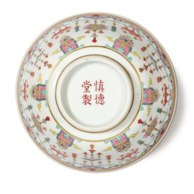 View 6. Thumbnail of Lot 175. A famille-rose 'bats and emblems' bowl and cover, Qing dynasty, Daoguang period | 清道光 粉彩博古圖蓋盌  《慎德堂製》款.