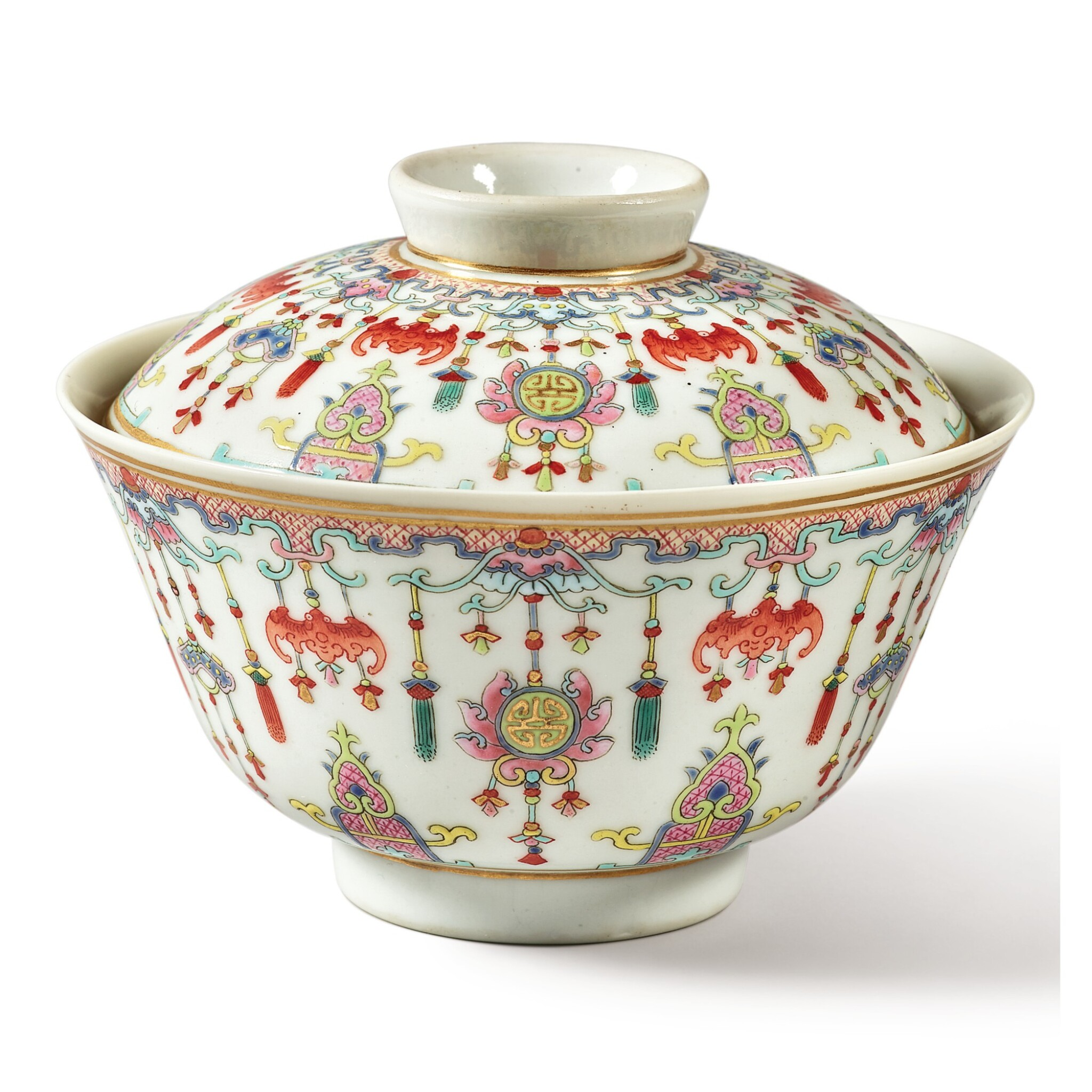 View full screen - View 1 of Lot 175. A famille-rose 'bats and emblems' bowl and cover, Qing dynasty, Daoguang period | 清道光 粉彩博古圖蓋盌  《慎德堂製》款.