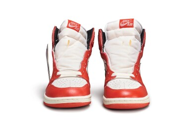 View 9. Thumbnail of Lot 9. Nike Air Jordan 1 High OG (1985) 'Chicago' | Size 9.