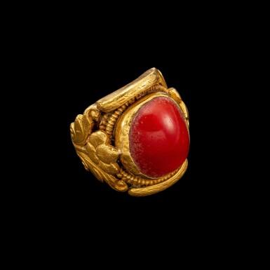 View 1. Thumbnail of Lot 1009. A gold and coral saddle ring Tibet, 18th - 19th century | 十八至十九世紀 西藏 金嵌珊瑚蓮紋戒指.