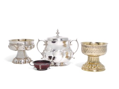 AN EDWARDIAN SILVER-GILT REPLICA OF 'THE HOLMS' CUP, WILLIAM HUTTON & SONS LTD, LONDON, 1903