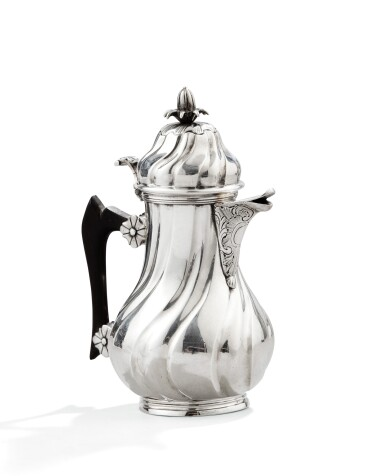 A SILVER COVERED BACHELOR COFFE POT, BY C KINDT, ST-OMER, CIRCA 1755 |  CAFETIÈRE ÉGOÏSTE EN ARGENT, PAR C KINDT, SAINT-OMER, VERS 1755