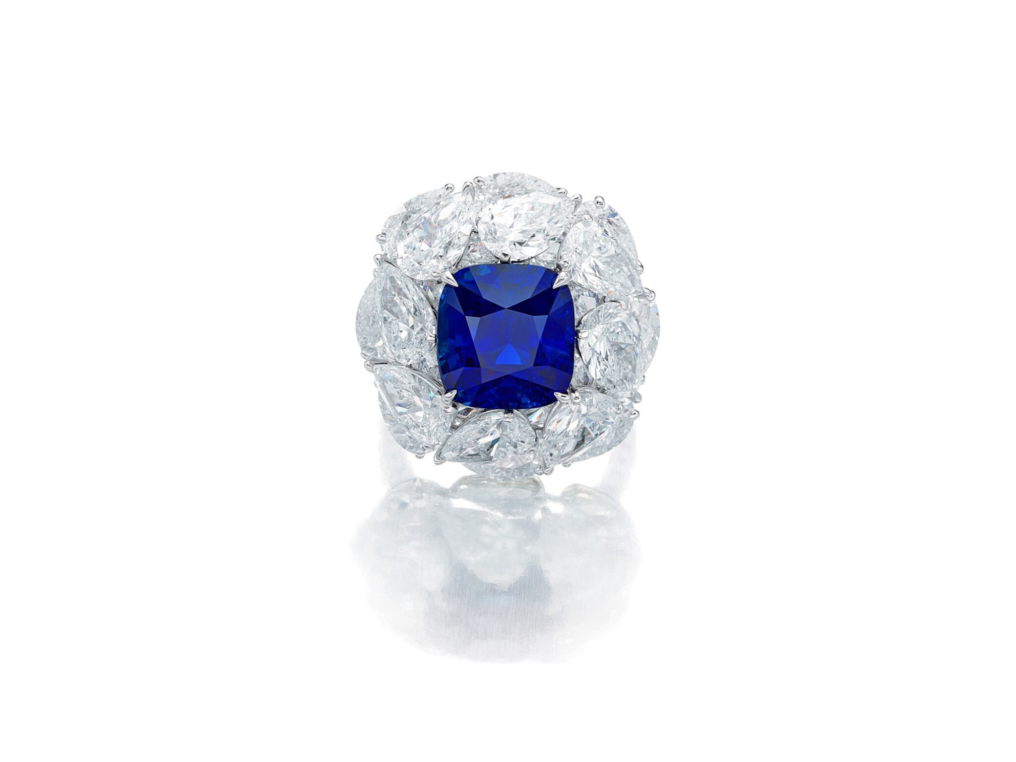 View full screen - View 1 of Lot 1731. Sapphire and Diamond Ring   9.56克拉 天然「緬甸皇家藍」藍寶石 配 鑽石 戒指(鑽石共重約13.44克拉).