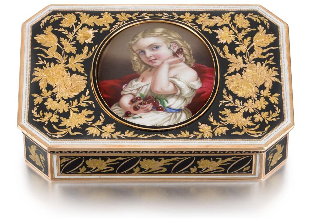 A GOLD AND ENAMEL SNUFF BOX, PROBABLY HANAU, CIRCA 1820