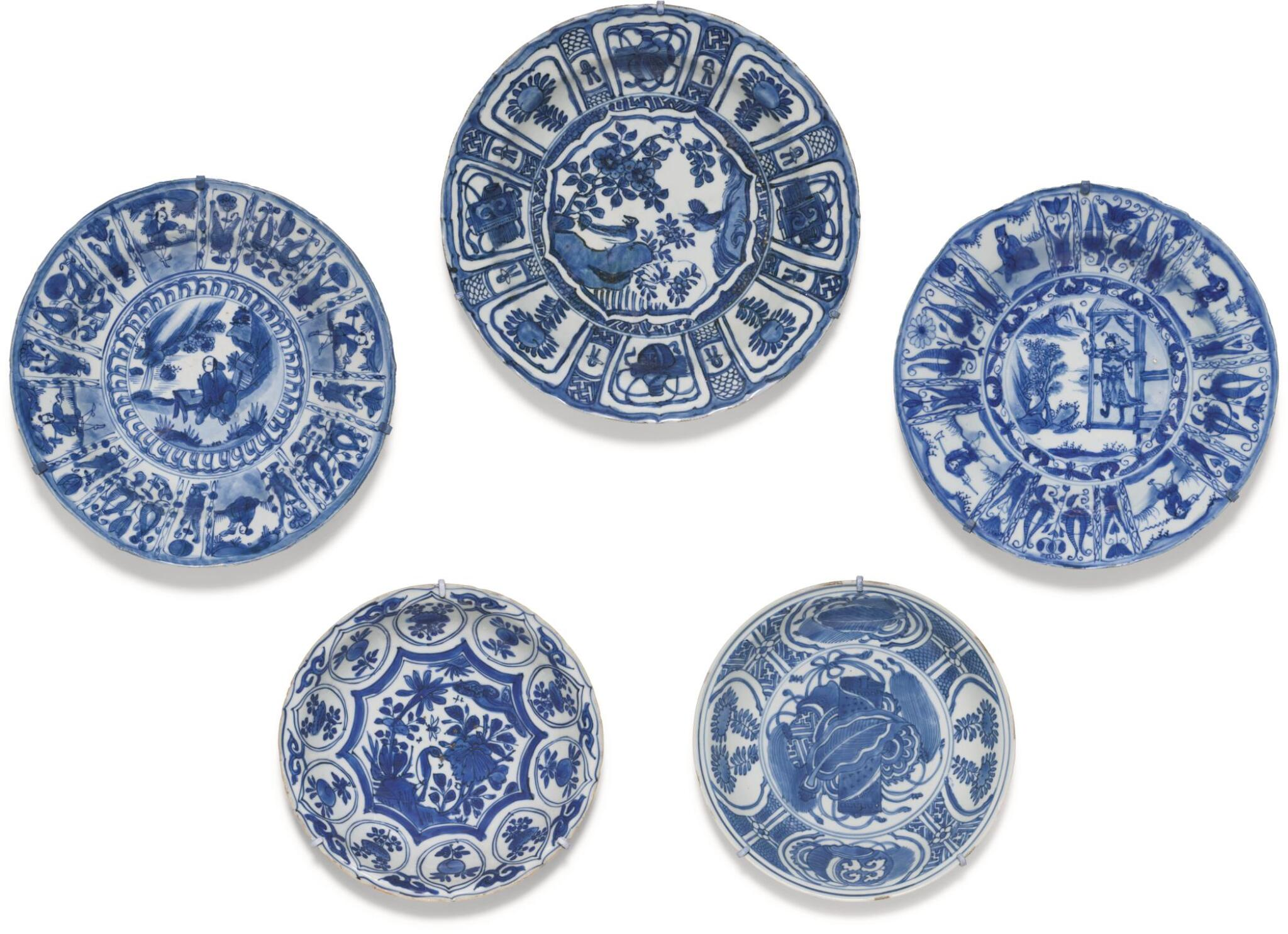 View full screen - View 1 of Lot 7. A SET OF FIVE BLUE AND WHITE DISHES MING DYNASTY, WANLI PERIOD.