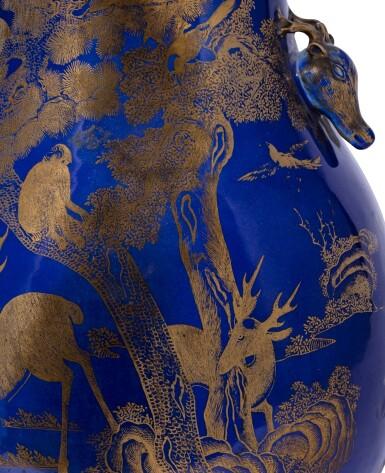 View 4. Thumbnail of Lot 235. Vase en porcelaine à fond bleu émaillé or à décor de daims, hu Dynastie Qing, XIXE siècle | 清十九世紀 霽藍地描金瑞獸紋鹿首耳尊 | A gilt-decorated blue-ground 'deer' vase, hu, Qing Dynasty, 19th century.