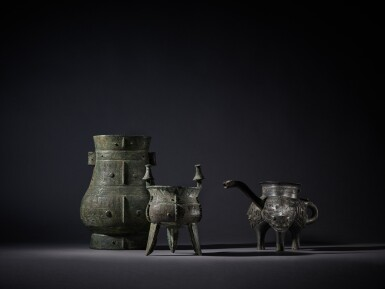 View 9. Thumbnail of Lot 8. A magnificent and rare archaic bronze ritual wine vessel (Hu), Late Shang dynasty   商末 青銅饕餮紋壺.