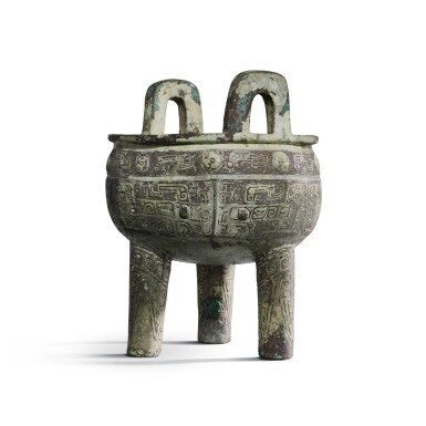 View 4. Thumbnail of Lot 31. An important inscribed archaic ritual bronze food vessel (Ding), Late Shang dynasty, 13th - 11th century BC | 商末 公元前十三至十一世紀 犬祖辛祖癸鼎.