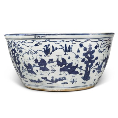 View 5. Thumbnail of Lot 87. A very large blue and white 'boys' fishbowl, Mark and period of Jiajing | 明嘉靖 青花嬰戲圖大缸 《大明嘉靖年製》款.