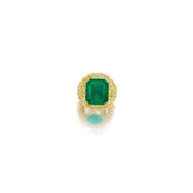 EMERALD AND COLORED DIAMOND RING | 祖母綠配彩色鑽石戒指