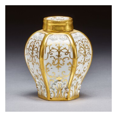 AN EARLY MEISSEN HEXAGONAL TEA CANISTER AND COVER CIRCA 1720-25