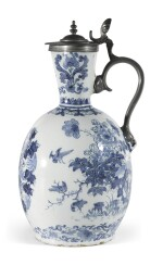 A DUTCH DELFT BLUE AND WHITE ARMORIAL JUG WITH PEWTER MOUNT | LATE 17TH/18TH CENTURY