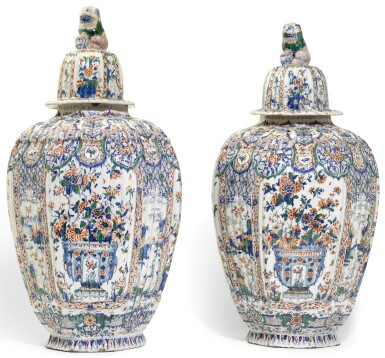 A PAIR OF DELFT CASHMERE PALETTE VASES AND COVERS, CIRCA 1700-20