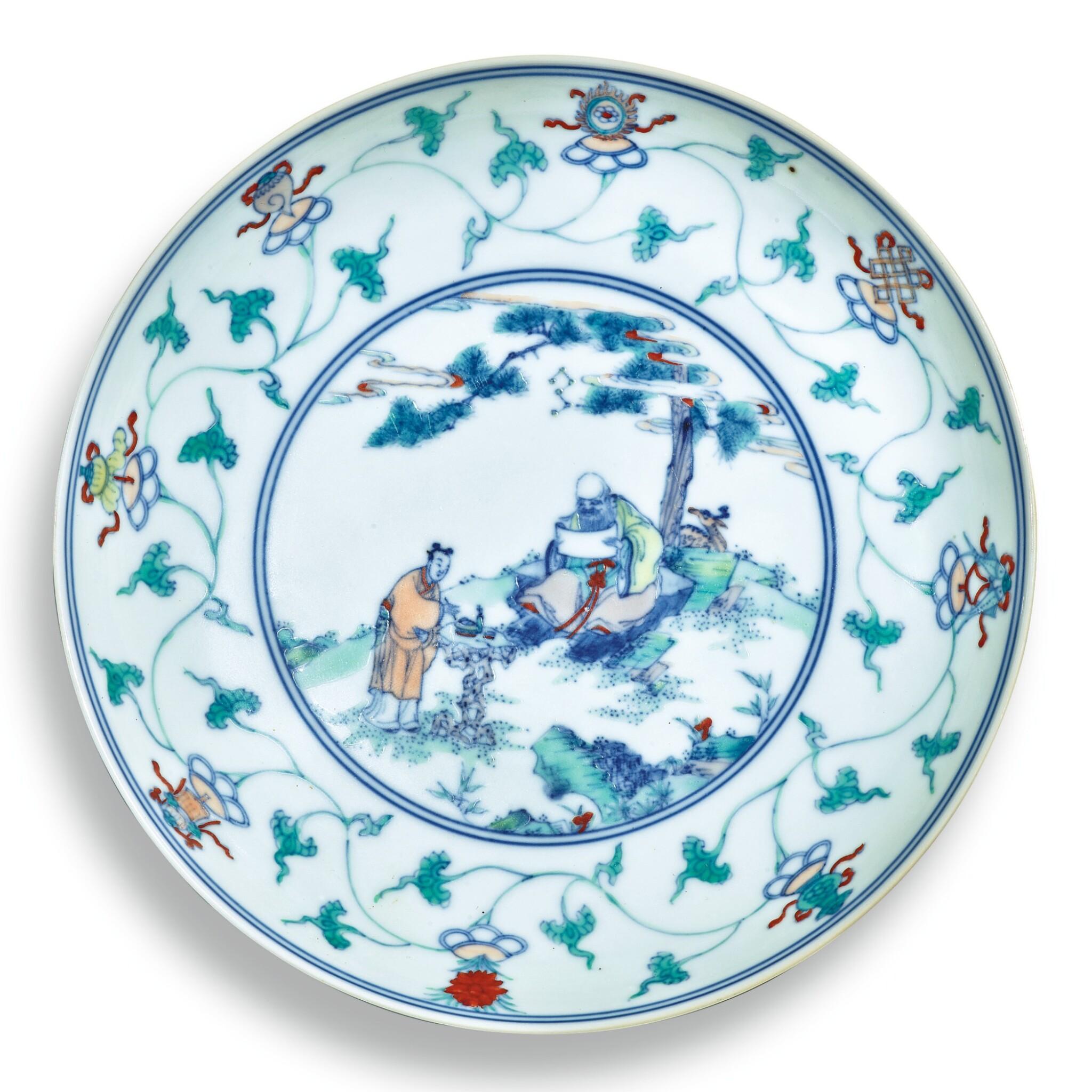 View full screen - View 1 of Lot 146. A fine and rare doucai 'immortals' dish, Qing dynasty, Kangxi / Yongzheng period | 清康熙 / 雍正 鬥彩壽老觀卷圖盤.