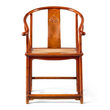 A HUANGHUALI HORSESHOE-BACK ARMCHAIR, QUANYI, 17TH CENTURY | 明末清初 黃花梨圈椅