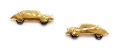 View 3. Thumbnail of Lot 1658. PAIR OF GOLD, DIAMOND AND ENAMEL BROOCHES   K黃金 配 鑽石 及 琺琅彩 別針一對.