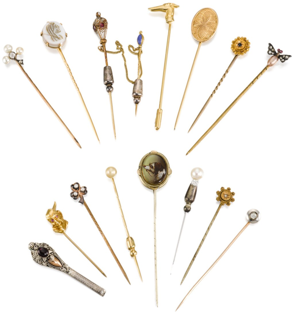 FIFTEEN CRAVAT PINS, GOLD, GILT-METAL AND OTHER MATERIALS, LATE 19TH/EARLY 20TH CENTURY