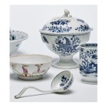 A LOWESTOFT PORCELAIN BLUE AND WHITE FOOTED SAUCE TUREEN, COVER AND LADLE CIRCA 1780
