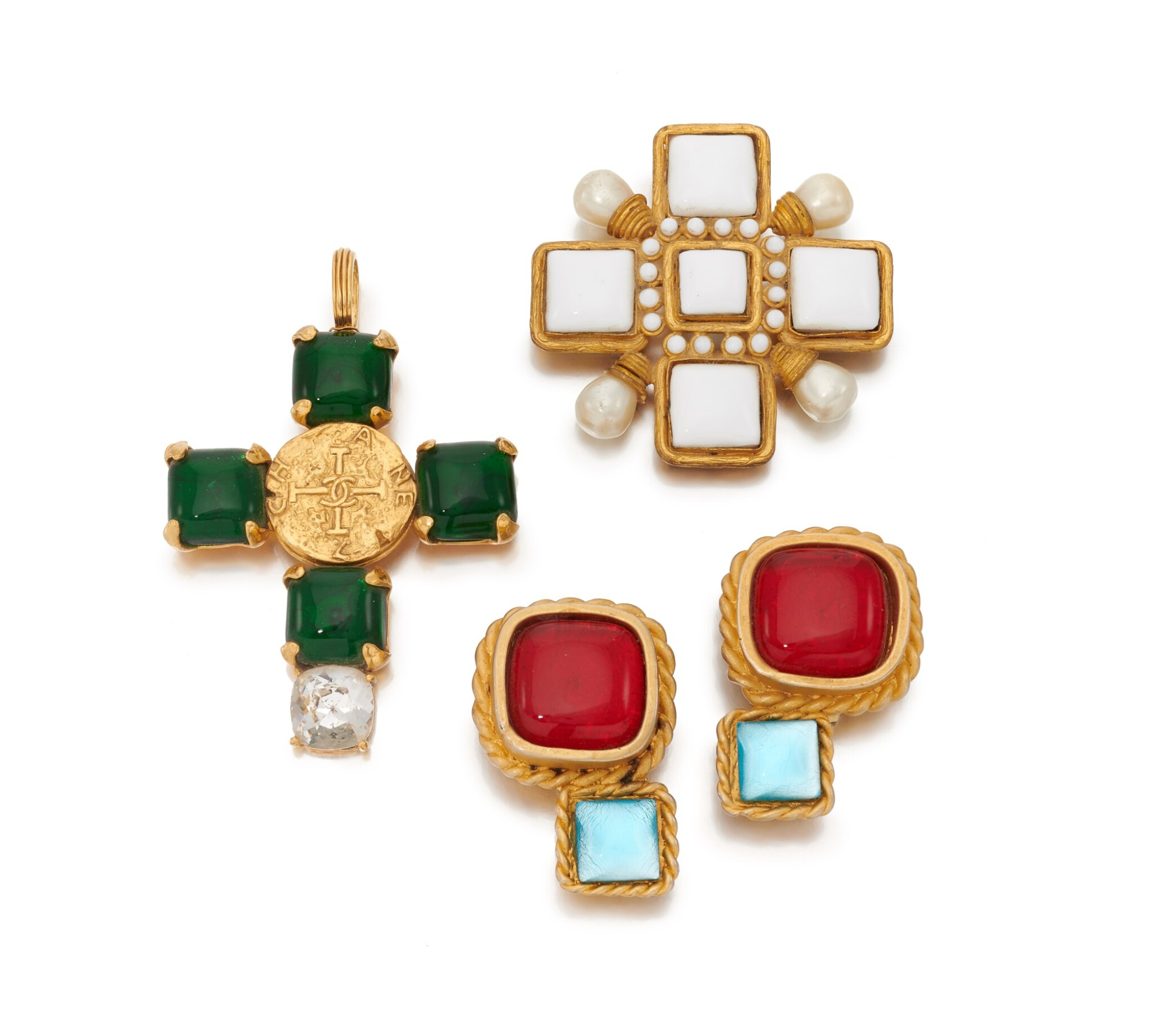 View full screen - View 1 of Lot 72. Gripoix pendant, brooch and pair of earclips.