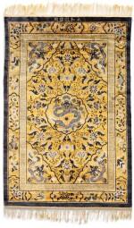 TAPIS IMPÉRIAL 'AUX DRAGONS' EN SOIE DYNASTIE QING, XIXE SIÈCLE | 清十九世紀 御製黃地絲絨五龍紋地毯  《太和殿備用》款 | An Imperial silk 'Five Dragon' carpet, Taihe dian bei yong Mark, Qing Dynasty, 19th century