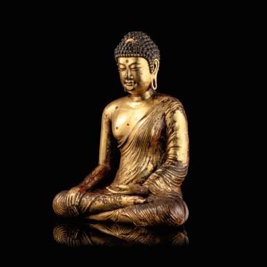 View 2. Thumbnail of Lot 28. Exceptionnelle statue du Bouddha Maravijaya en alliage de cuivre doré Royaume de Dali (937-1253), Province de Yunnan, XIIE siècle | 大理國 十二世紀 鎏金銅合金釋迦牟尼佛坐像 | An exceptional gilt-copper alloy figure of Buddha Maravijaya, Dali Kingdom (937-1253), Yunnan Province, 12th century .