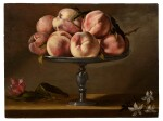 Still life of peaches on a fruit stand with jasmine flowers and a tulip | 《靜物:果盤上的水蜜桃、茉莉花與鬱金香》