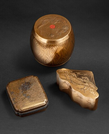 View 6. Thumbnail of Lot 252. Groupe de sept objets en laque Japon, époque Edo - époque Meiji | 日本 江戶至明治時期 漆器一組七件 | A group of seven lacquerwares, Japan, Edo - Meiji period.