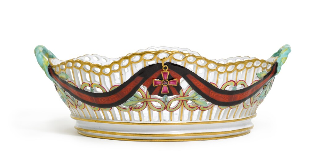 A PORCELAIN BASKET FROM THE SERVICE FOR THE IMPERIAL ORDER OF ST VLADIMIR, GARDNER PORCELAIN FACTORY, VERBILKI, LATE 18TH CENTURY